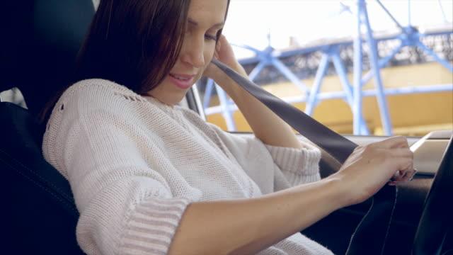 妊娠/出産 - シートベルト点の映像素材/bロール