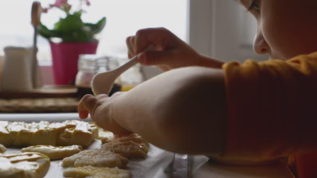 vídeos de stock, filmes e b-roll de gravidez/nascimento - farinha