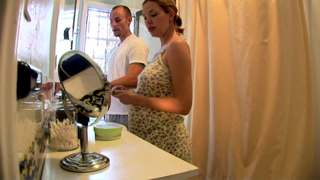 pregnant couple - domestic bathroom stock videos & royalty-free footage