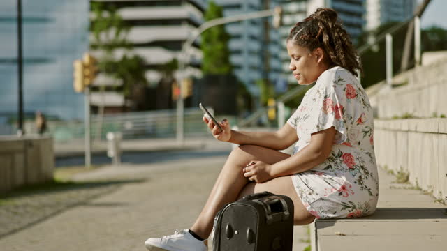 pregnant hispanic traveler resting and using smart phone - maternity wear stock videos & royalty-free footage
