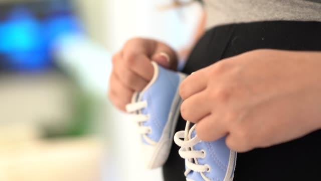 pregnant woman at home closeup - pardo brazilian stock videos & royalty-free footage