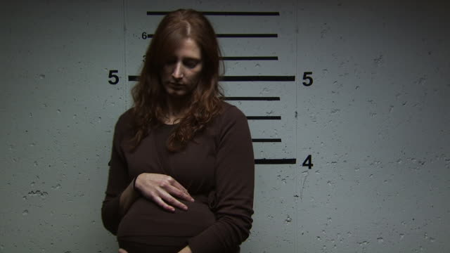 a pregnant woman being booked for a crime - altri spezzoni di questa ripresa 1146 video stock e b–roll