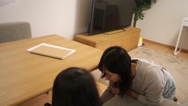 妊婦清掃室 - 掃除機点の映像素材/bロール