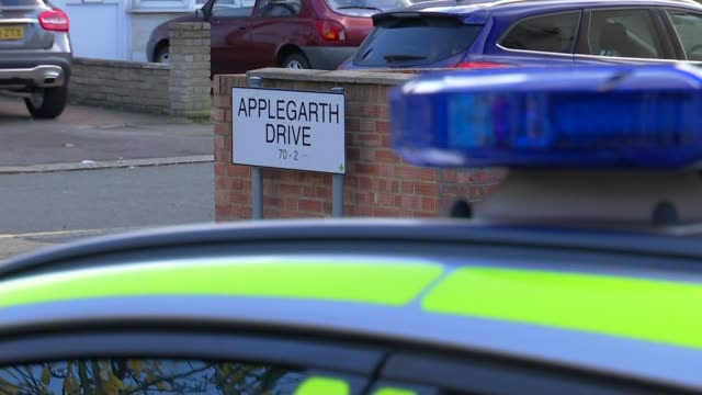 vídeos de stock, filmes e b-roll de pregnant woman dies after being attacked with crossbow; england: london: ilford: ext street sign 'applegarth drive' with police car in foreground... - ilford