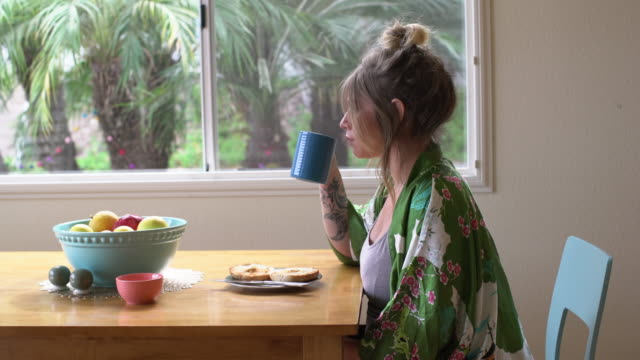 MS Pregnant woman having breakfast at home