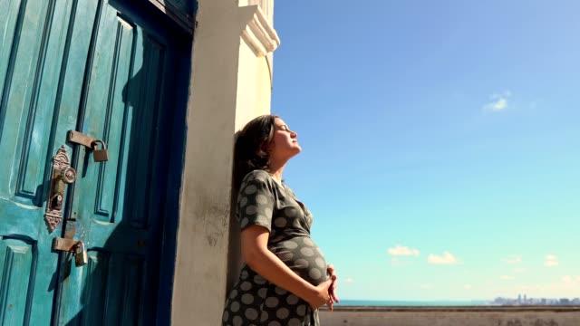 vídeos de stock, filmes e b-roll de pregnant woman in alto da sé, olinda - olhos fechados