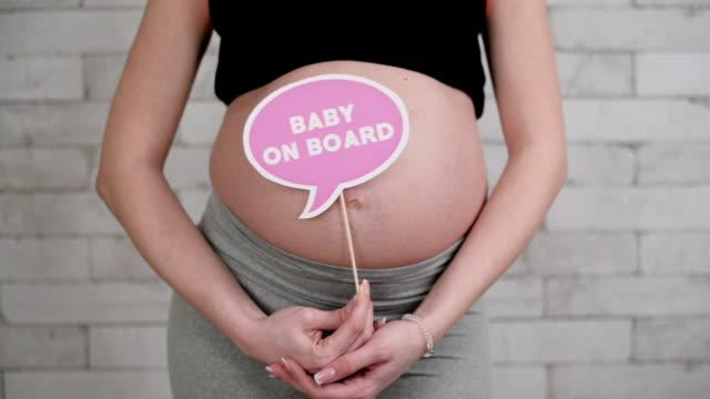 vidéos et rushes de femme enceinte  - soin prénatal