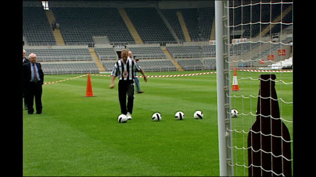 Alan Shearer package UNKNOWN ENGLAND Newcastle St James's Park EXT Shearer training with Newcastle