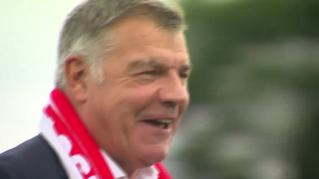 crystal palace beat arsenal premier league crystal palace beat arsenal r25071612 / burtonupontrent ext sam allardyce photocall holding up england... - neckwear stock videos and b-roll footage