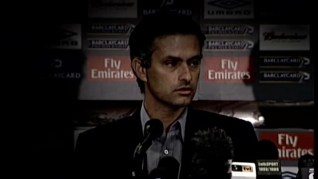 jose mourinho returns as chelsea manager t02060406 / 262004 england london jose mourinho press conference sot i think i'm a special one t18090738 /... - ジョゼ・モウリーニョ点の映像素材/bロール