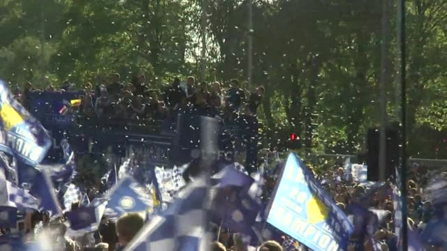 leicester city victory parade england leicestershire leicester ext crowds celebrating in jubilee square / buses with leciester city team along - leicester stock videos & royalty-free footage