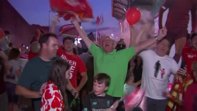 liverpool celebrate winning premier league; england: liverpool: ext / night various shots of liverpool fans celebrating clubs championship victory. - fan enthusiast stock videos & royalty-free footage