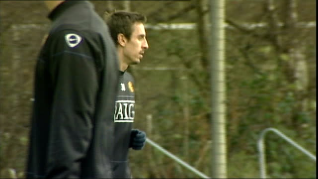 manchester united training; more of players taking part in training session, including shots of anderson / gary neville kicking ball / paul scholes /... - torschuss stock-videos und b-roll-filmmaterial