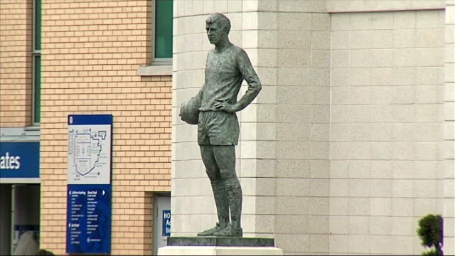 problems faced by chelsea fc tx london chelsea stamford bridge ext general view of stamford bridge chelsea fc stadium building statue of footballer... - cobham surrey stock videos and b-roll footage
