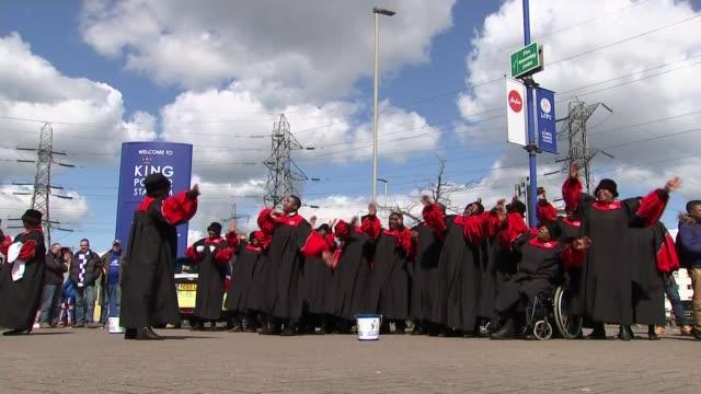 stockvideo's en b-roll-footage met success of leicester city this season august 2015 england leicestershire leicester king power stadium ext various shots of gospel choir singing song... - gospelmuziek