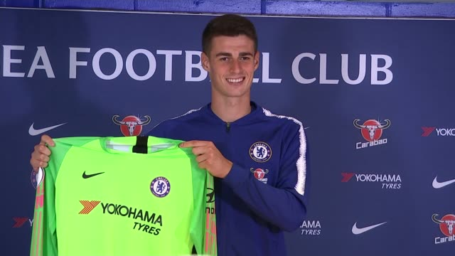 stockvideo's en b-roll-footage met transfer deadline day uk london kepa arrizabalaga posing with chelsea jersey and press conference england london photography*** kepa arrizabalaga... - uitwisselen