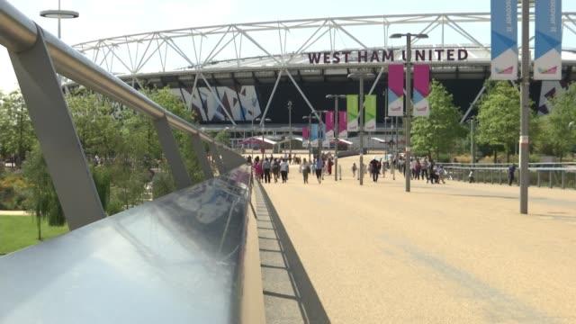 west ham prepare to travel to newcastle united stratford ext gvs london stadium 'west ham united' name around top of stadium - ウェストハム・ユナイテッドfc点の映像素材/bロール