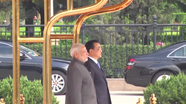 Premier of the People's Republic of China Li Keqiang welcomes Indian Prime Minister Narendra Modi during the welcoming ceremony at the Great Hall of...