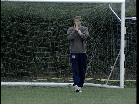 Premier Title Race LIB Arsenal Manager Arsene Wenger on the training pitch Arsenal players training PAN