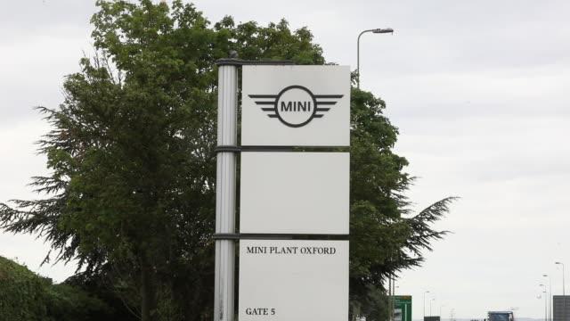 premiere of new mini cooper se at mini plant oxford cowley oxfordshire uk on tuesday july 9 2019 - 自動車ブランド mini点の映像素材/bロール