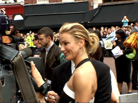 premiere of 'shrek the third' red carpet interviews diaz speaking to press blowing a kiss and signing an autograph / more of diaz speaking to press... - cameron diaz stock videos & royalty-free footage