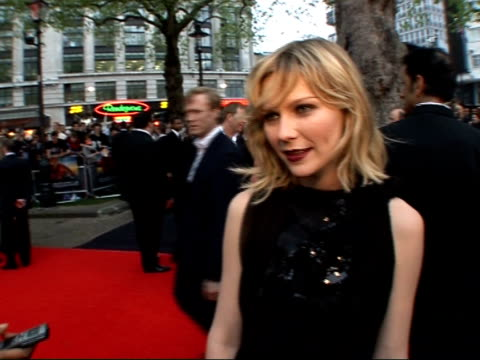 premiere of third 'spiderman' film red carpet interviews more of dunst speaking to press kirsten dunst interview sot talks about how tobey maguire... - tobey maguire stock-videos und b-roll-filmmaterial