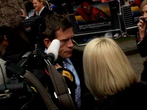 premiere of third 'spiderman' film red carpet interviews thomas haden church speaking to press pan topher grace speaking to press / graham norton... - thomas haden church stock-videos und b-roll-filmmaterial