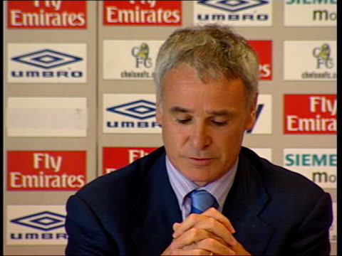 vídeos de stock e filmes b-roll de new season; itn chelsea: int claudio ranieri press conference sot - you can have all the best players in the world - cannot win highbury: arsene... - kensington e chelsea