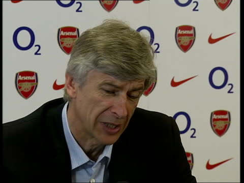 london int wenger into press conference arsene wenger press conference sot target is 67 points / just need three more points / knew at beginning of... - アーセン・ベンゲル点の映像素材/bロール
