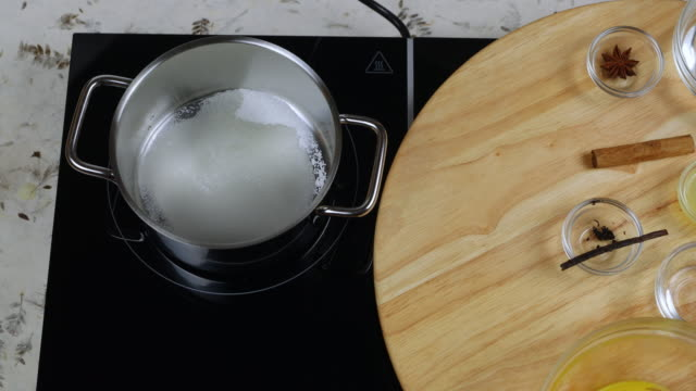 Preparation caramel sauce