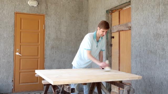stockvideo's en b-roll-footage met voorbereiding van een houten product voor schilderen. - carving craft product