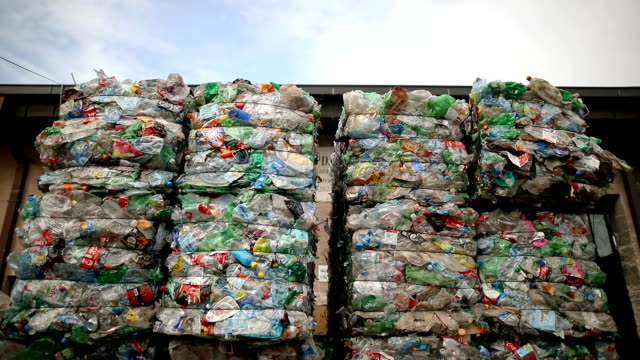 vídeos de stock e filmes b-roll de preparation of plastic bottle.garbage for recycling.plastic bales of rubbish at the waste treatment processing plant. recycling separate and storage of garbage for further disposal, trash sorting. business for sorting and processing of waste - lixeira