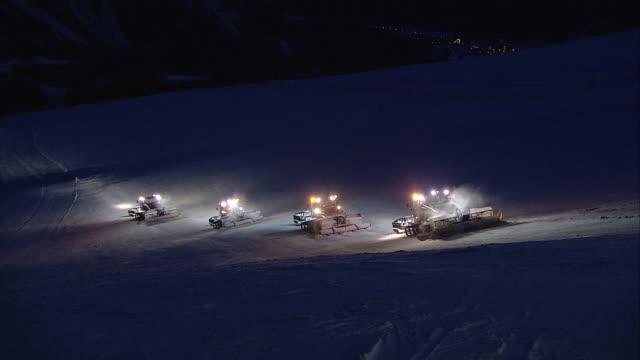 preparation of the pistes, night work on kornplatz - skipiste stock-videos und b-roll-filmmaterial