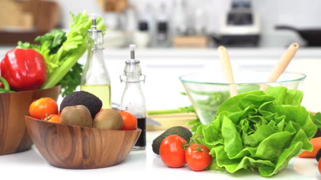 Preparation of vegetables for the salad