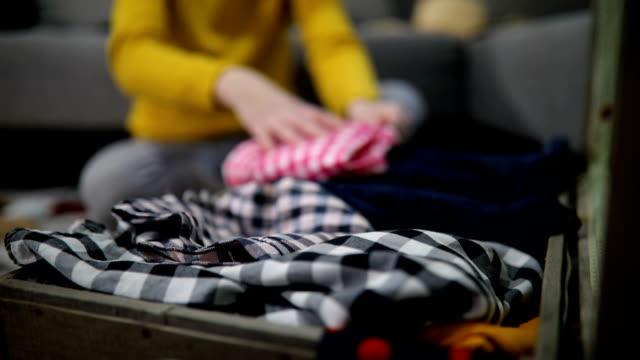 準備旅行スーツケース自宅 - 準備点の映像素材/bロール