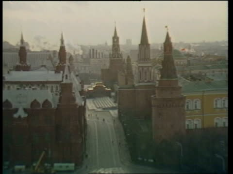stockvideo's en b-roll-footage met preparations before geneva summit between ronald reagan and mikhail gorbachov russia moscow ext smoke from chimneys pull out to kremlin spires and... - mikhail gorbachev