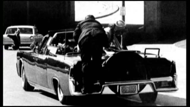 vidéos et rushes de preparations for 50th anniversary of assassination of president kennedy; clint hill interview sot cutaways b/w stills hill on back of car in moments... - meurtre