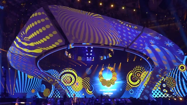 vidéos et rushes de preparations for the eurovision song contest inside the international exhibition center in kiev ukraine 28 april 2017 the eurovision song contest... - concours de l'eurovision