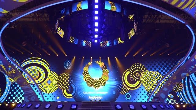 vídeos de stock e filmes b-roll de preparations for the eurovision song contest inside the international exhibition center in kiev, ukraine, 28 april, 2017. the eurovision song contest... - ucrânia