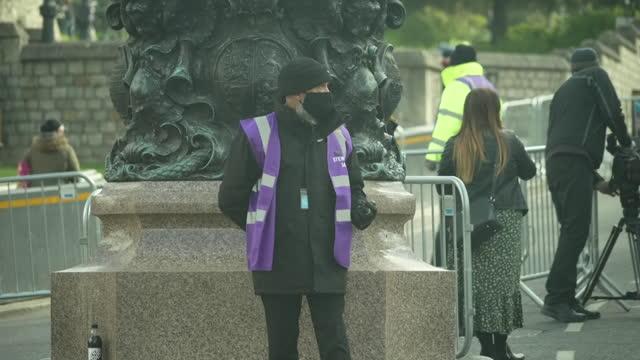 "preparations in windsor ahead of the funeral of prince philip, duke of edinburgh - ""bbc news"" stock-videos und b-roll-filmmaterial"