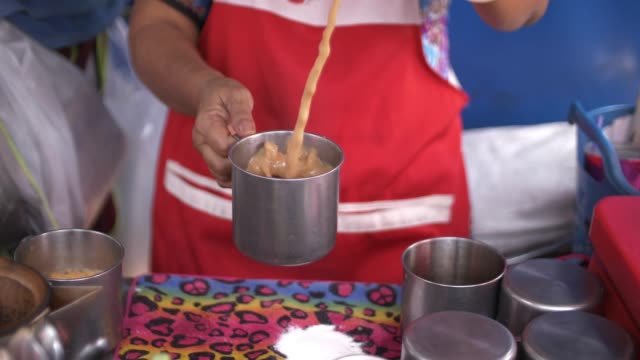 Prepare Thai coffee tea, Local street food