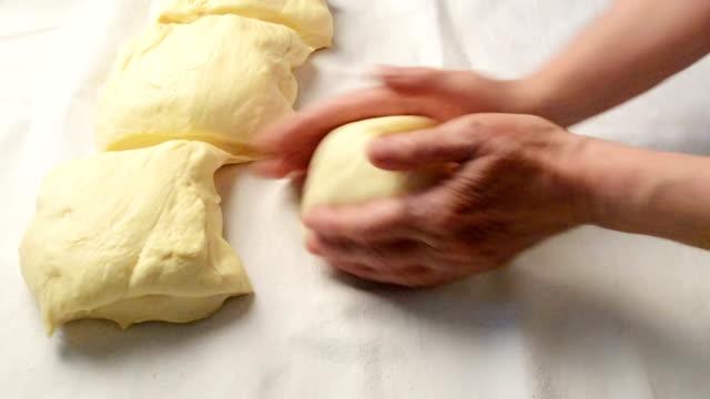 Prepare the dough for baking