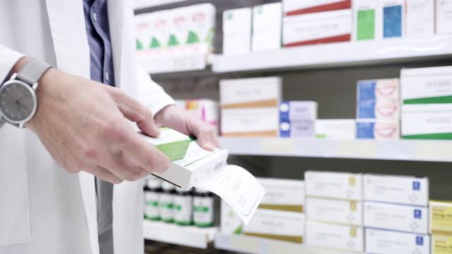 顧客の毎月の処方箋の準備 - 棚点の映像素材/bロール