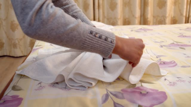 preparing a hotel room for the guests, room service, bedroom preparation, a maid cleaning - collaboratore domestico video stock e b–roll