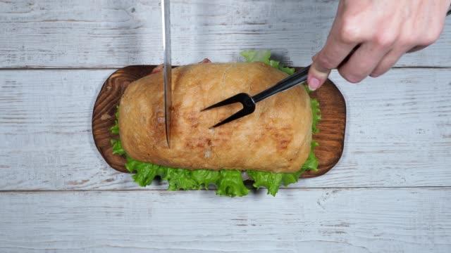 preparing blt sandwich - panino ripieno video stock e b–roll