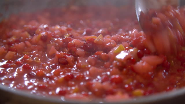 preparing cranberry sauce - cranberry stock videos & royalty-free footage