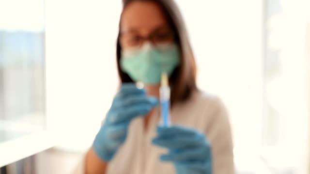 vorbereitung auf die injektion - praxis stock-videos und b-roll-filmmaterial