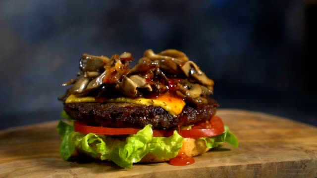 preparing fresh cheeseburger - succulent stock videos & royalty-free footage