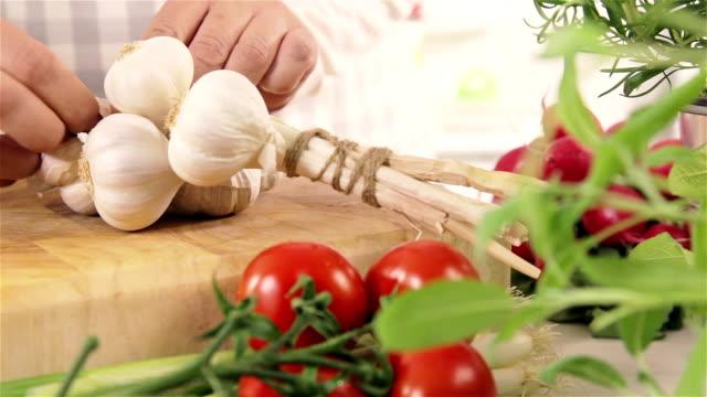 preparing garlic - medium group of objects stock videos & royalty-free footage