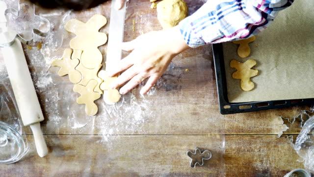 Voorbereiding van peperkoek kerstkoekjes